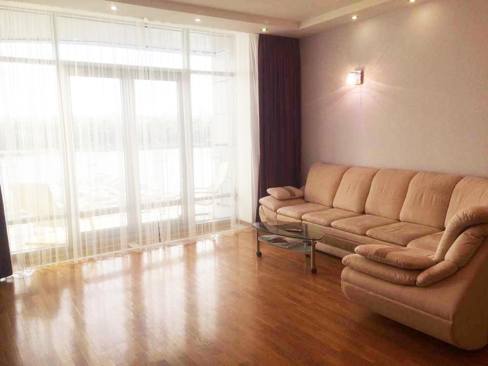 na prenájom 3-Spálňový apartmán  Kyjiv